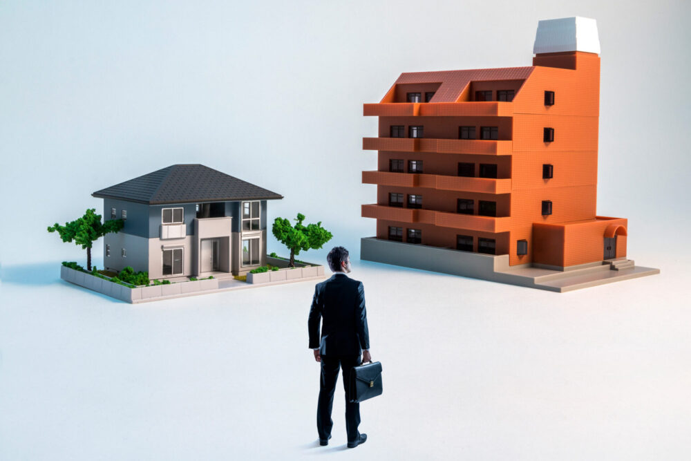 一戸建てかマンションか悩んでいる人は必読!資産価値や維持費の差も解説します。
